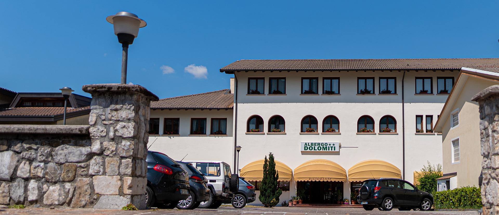 Esterno dell'albergo Dolomiti di Claut